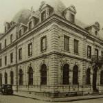 Caisse d Epargne ~ à l angle de la rue de l Hôpital et de la rue Bodélio