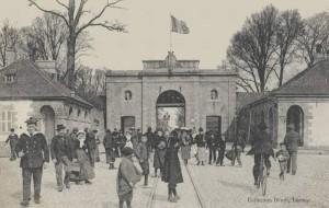 Porte et place du Morbihan - vue de l'intérieur