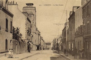 Rue Carnot - vue après l'église Sainte Anne d'Arvor - en direction du pont tournant