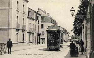 Rue Carnot - vue avant l'église Sainte Anne d'Arvor - en direction du pont tournant