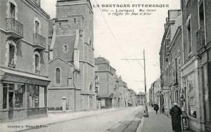 Rue Carnot - vue après l'église Sainte Anne d'Arvor en direction du pont tournant
