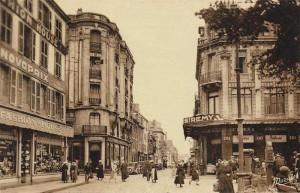 Rue de la Patrie et le magasin Saint Remy à l'angle de la place Alsace Lorraine