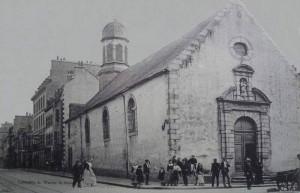 Rue de la Patrie et la chapelle de la Congrégation - à l'angle de la rue du Port